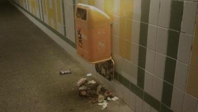 Mülleimer unten aufgerissen